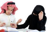 Musulmán árabe niño y niña en la escuela — Foto de Stock