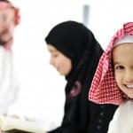famille du Moyen-Orient à la maison — Photo