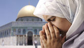 Sad Arabic Muslim woman in Jerusalem Quds — Stock Photo