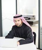 Moderne arabische zakenman op office — Stockfoto