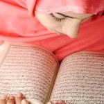 Adorable beautiful girl reading Koran — Stock Photo