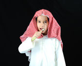 阿拉伯文男孩用牙刷 — 图库照片