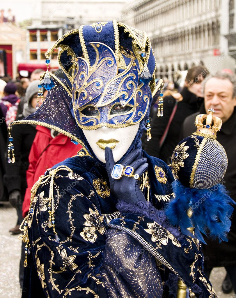 VENICE - FEBRUARY 26, 2011 - Venice Carnival Celebration Event in Saint Mark Square (Venice Carnival 2011) — Stock Photo #11556276