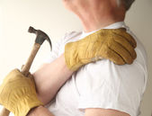 Trying to do home maintenance with shoulder pain — Stock Photo