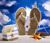 Flip flops on the beach — Stock Photo