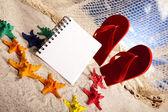 Copyspace blank paper on white beach — Stock Photo