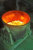 Cubo de acero para transportar el metal fundido — Foto de Stock