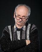 Elderly man looks skeptically — Stock Photo