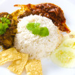 Nasi lemak traditional malaysian spicy rice dish — Stock Photo