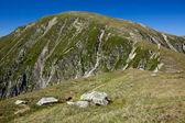 Dağlar ve mavi gökyüzü — Stok fotoğraf