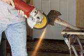 Sharpening an axe — 图库照片