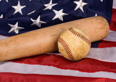 Old Baseball and Bat with American Flag — Stock Photo