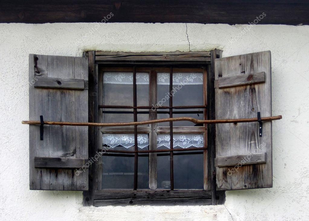 Vintage ventana con rejas decorativas oxidados fotos de - Rejas decorativas ...