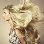 Foto van mooie vrouw met prachtige haren — Stockfoto