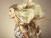 Foto di bella donna con magnifici capelli — Foto Stock