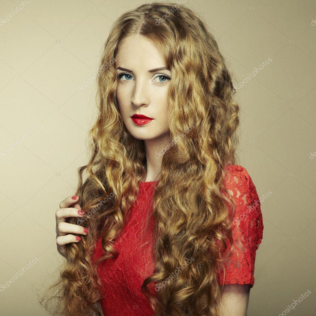 Рыжая в красном платье фото 16 фотография