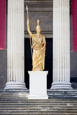 Golden statue — Stock Photo