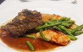 Steak with Mushroom Gravy and Vegetables — Stock Photo