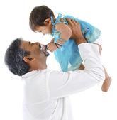 Père jouant avec fille — Photo