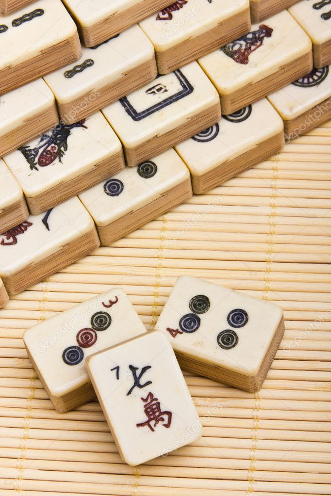 Old chinese game mahjongg on bamboo mat background — Stok fotoğraf #11039246