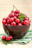Sweet cherry fruits in brown bowl — Stock Photo