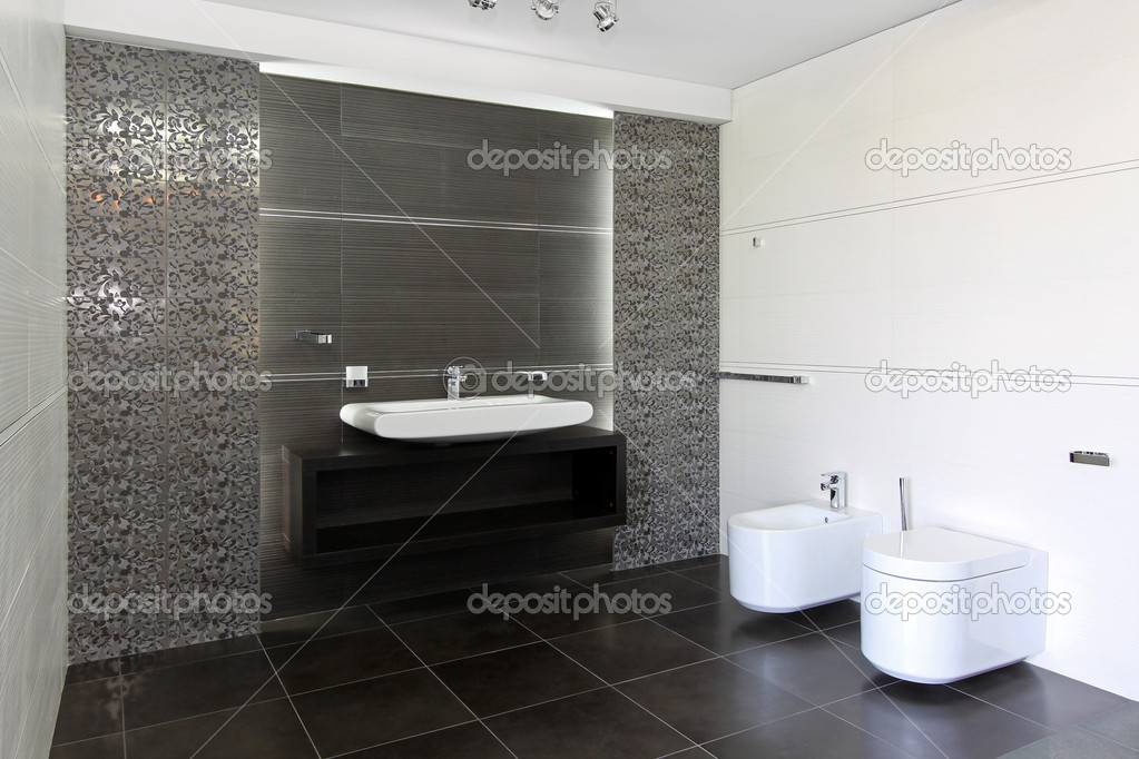 Contemporary bathroom interior in black and white — Stock Photo #11032190