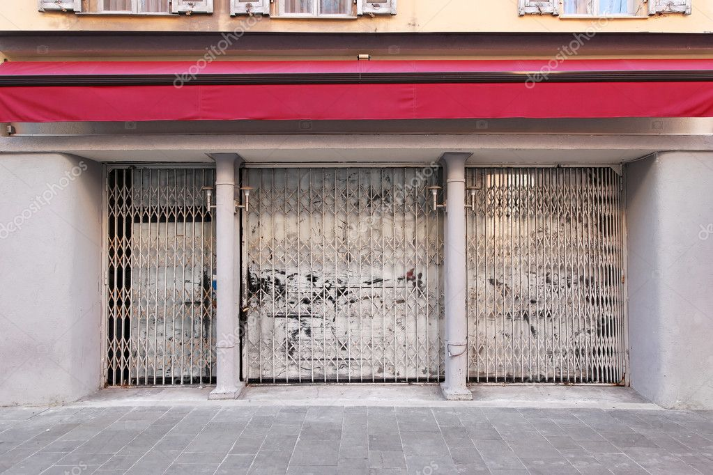 Abandoned and empy shop as recession hits  Stock Photo #11511514
