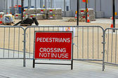 Pedestrians crossing — Stock Photo