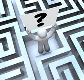 Person Holding Question Mark Sign Lost in Maze Labyrinth — Stockfoto