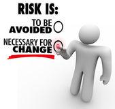 Risque doit être évitée ou nécessaire pour changer l'homme choisit le bouton — Photo