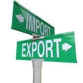 Importación exportación comercio internacional señal calle bidireccional — Foto de Stock