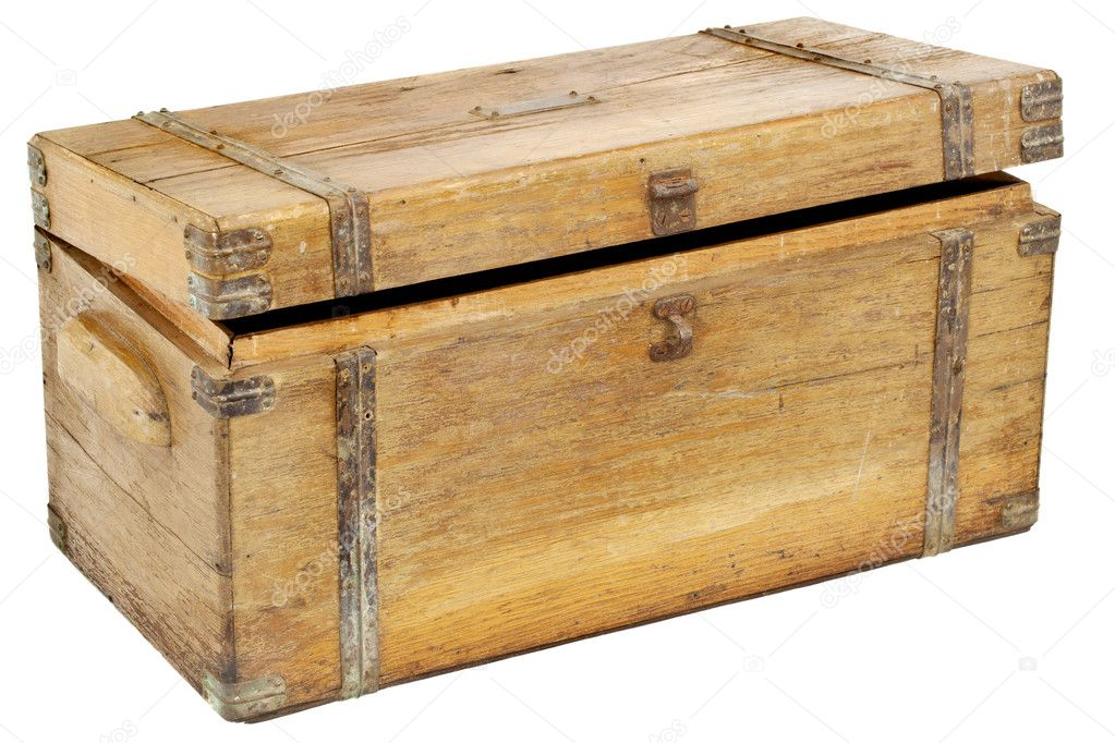 老式木箱或与孤立在白色的黄铜硬件工具箱