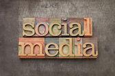 Soziale medien in holz-art — Stockfoto
