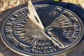 Sun Dial In Direct Sunlight Showing Time — Stock Photo