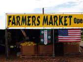 Smaill Farmers Market Selling Fruits and Vegetables — Stock Photo