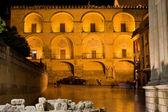 Facciata della mezquita di notte — Foto Stock