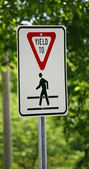 Yield Sign — Stock Photo