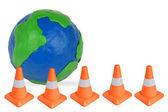 Globo y conos de emergencias — Foto de Stock