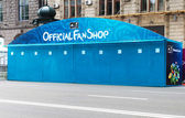 The capital of Ukraine Kyiv is establishing fan zone and fan shops on Maidan Nezalezhnosti — Stock Photo