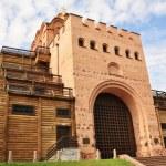 Вернувшись к осмотру старинных достопримечательностей Киева,следует побывать у Золотых ворот.  Это одно из немногих...