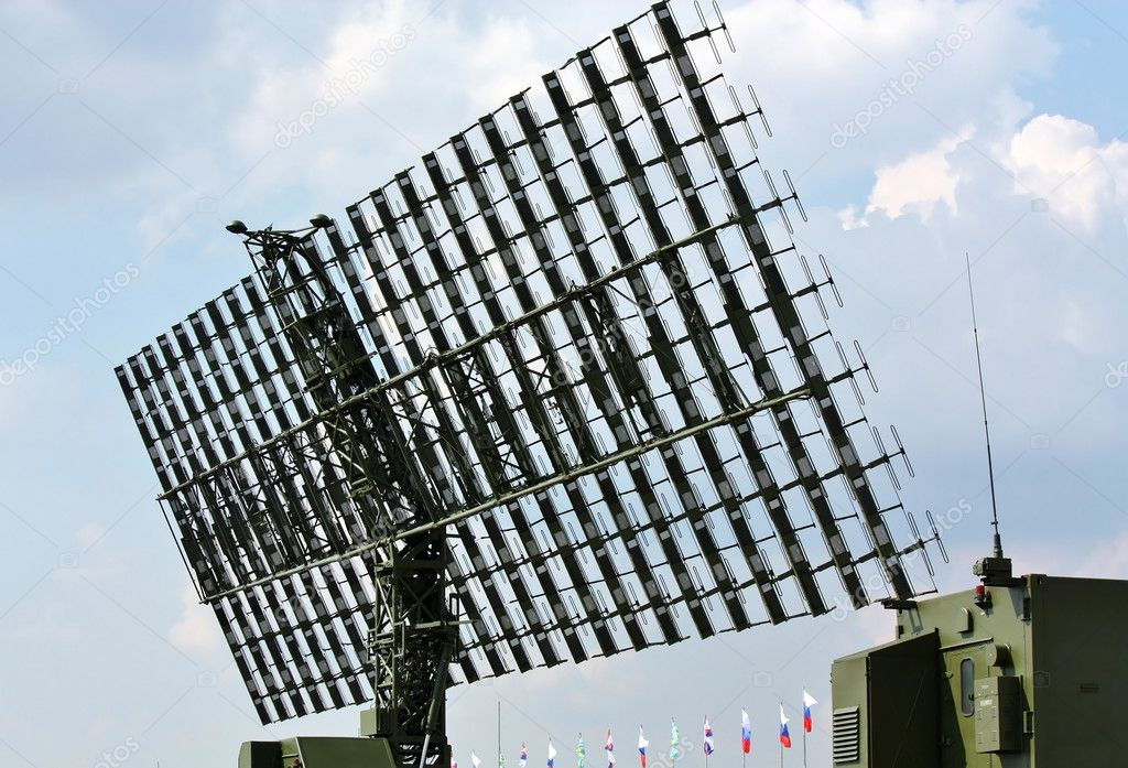 Military radar antenna for object's detection and ranging — Stock Photo #12278452