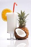 Bebidas exóticas álcool com frutas — Fotografia Stock