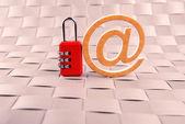 Candado de seguridad del correo electrónico correo de internet — Foto de Stock