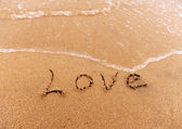 Love u handwritten in sand — Stock Photo