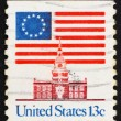 Postage stamp USA 1975 13-Star Flag and Independence Hall — Stock Photo #10967447