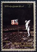 Poštovní známka ajman 1973 aldrin pozdraví americká vlajka na lunární s — Stock fotografie