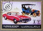 Poštovní známka ajman 1972 chevrolet, auta tehdy a teď — Stock fotografie