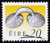 почтовая марка ирландии 1991 золотом платье крепежа — Стоковое фото