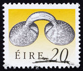 Or de timbre-poste irlande 1991 robe attache — Photo