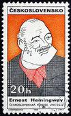 Briefmarke tschechoslowakei 1968 karikatur von ernest hemingway — Stockfoto